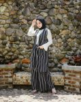 Busana Hijab Murah Stripi One Set